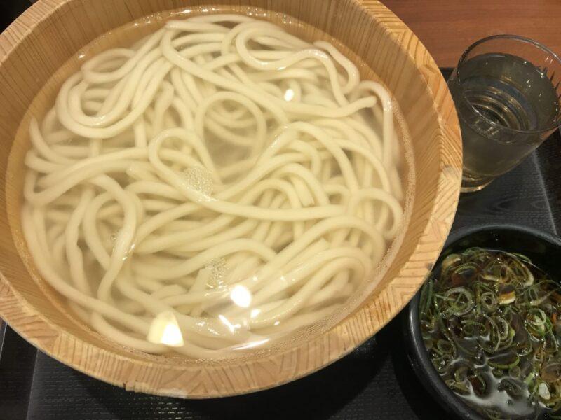 毎月一日は丸亀製麺の釜揚げうどん半額で5円も切り捨てでメチャお得!