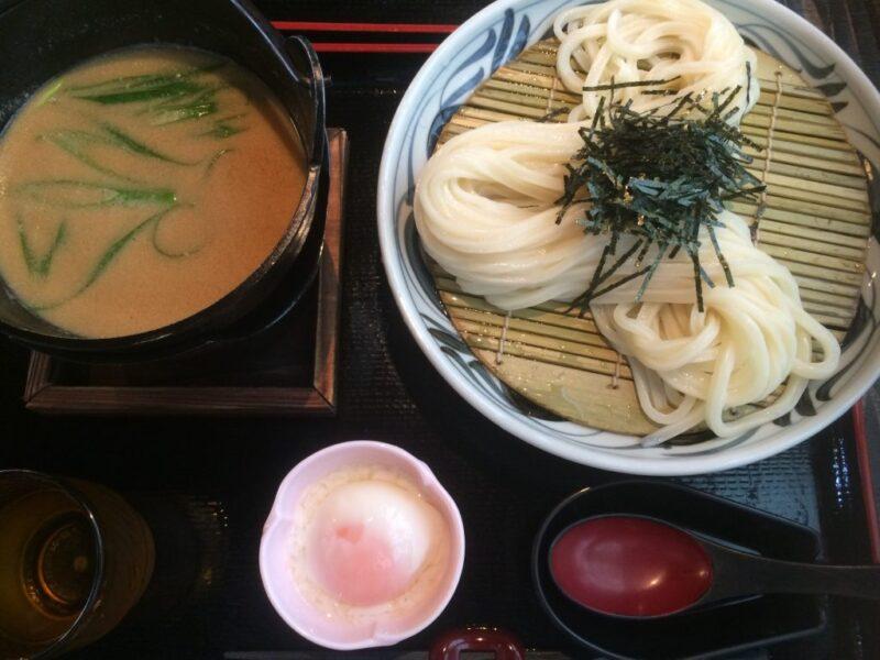 香川高松『さぬきうどん竜雲』お寺で白味噌ベースねぎと温玉のつけうどん!