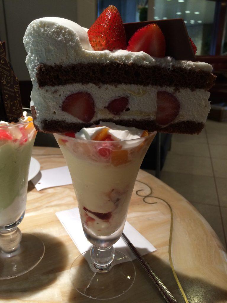 大阪梅田カフェ『MIOR(ミオール)』ケーキとパフェのケーキパフェ!