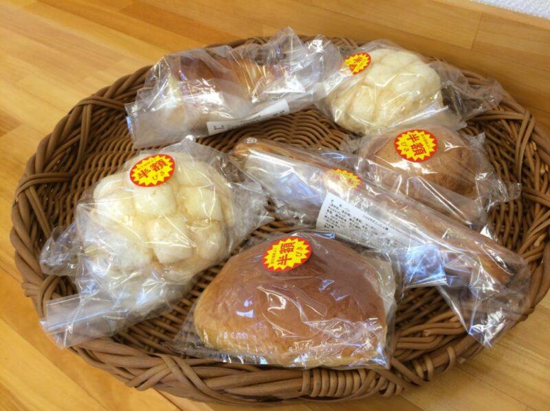 岡山総社の就労支援パン屋『ニコニコ堂』半額のメロンパンとチョコロネ!