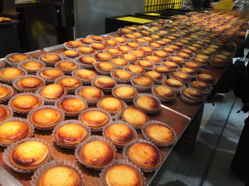 大阪お土産チーズタルトBAKE、551蓬莱の豚まんとポムポムプリンカフェ!