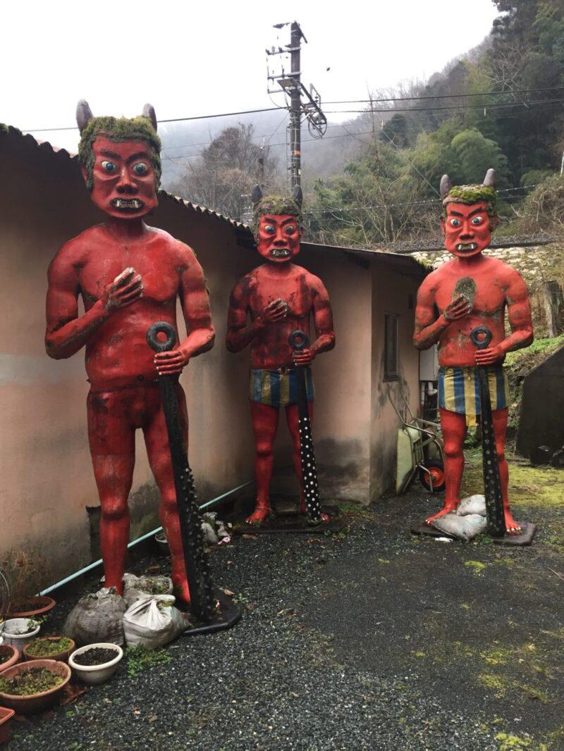 岡山県総社市『鬼びっくり饅頭本舗』鬼の看板がマジで恐すぎてヤバい!