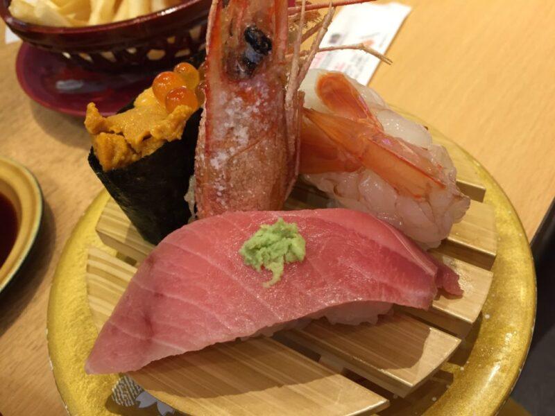 100円じゃない豪華回転寿司『すし丸』お得なランチメニューと海老三昧!