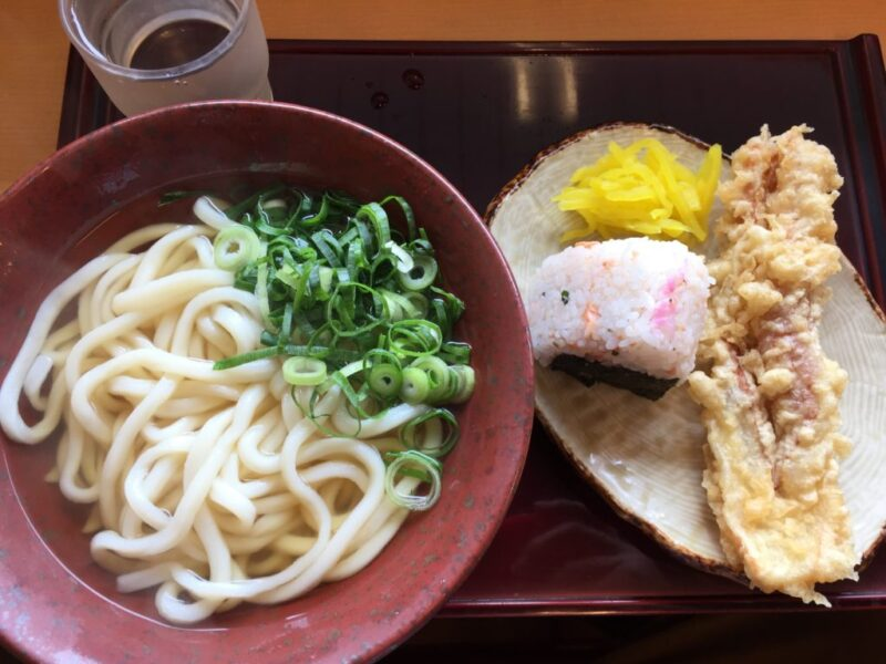 岡山大元セルフうどん『製めん屋和兵衛』おにぎりも天ぷらも美味しい!
