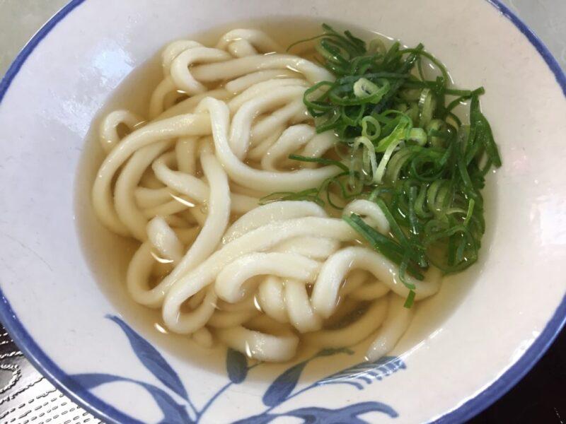 倉敷の老舗セルフ『らくらくうどん』倉敷店でうどんと天ぷら!