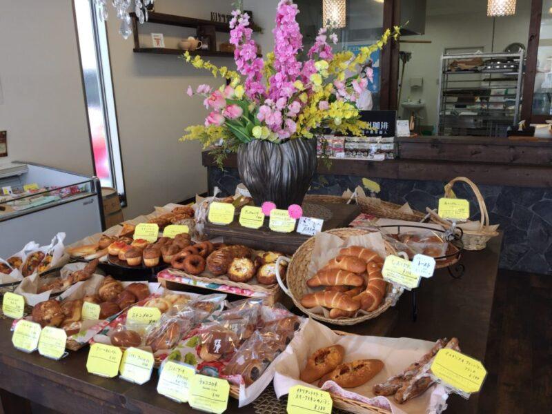 岡山高屋『まちのパン屋mitten(ミトン)』洋食サクラウミのカレーパン!