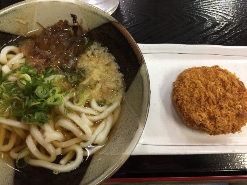 岡山浜野セルフうどん『らくらくうどん』浜野店でうどんと天ぷら!