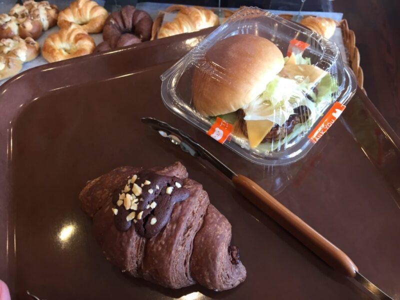 岡山楢津パン屋『ケーキ&ベーカリー洋(ヒロ)』カフェでハンバーガーランチ