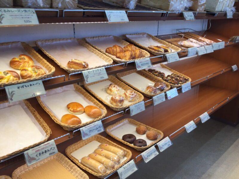 倉敷二日市パン屋『ぶどうの木』日替わり食パンとカスタードクリームパン!