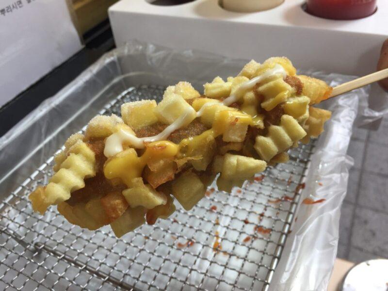 韓国ソウル『アリランホットドッグ南大門店』チーズハットグが伸び~る!