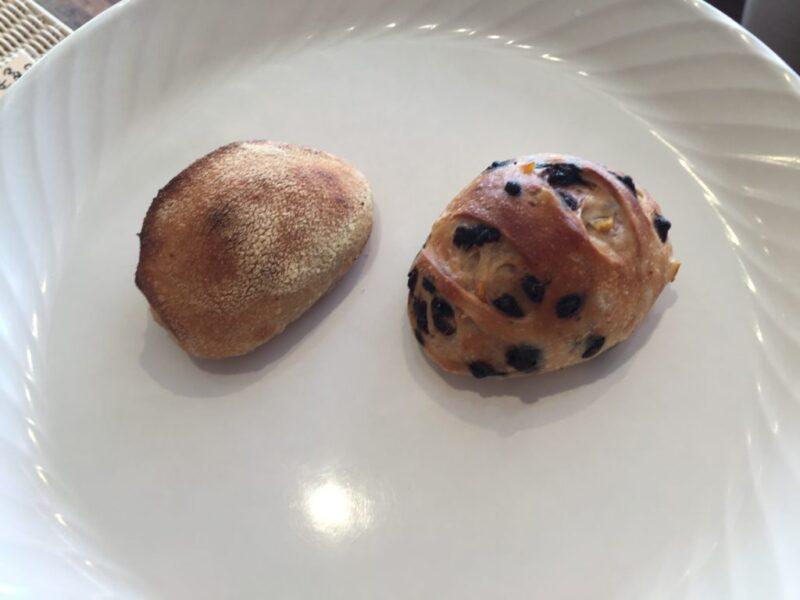 香川高松『ミスターソーアンドソー』紅白なパン屋でチョコとオレンジパン!