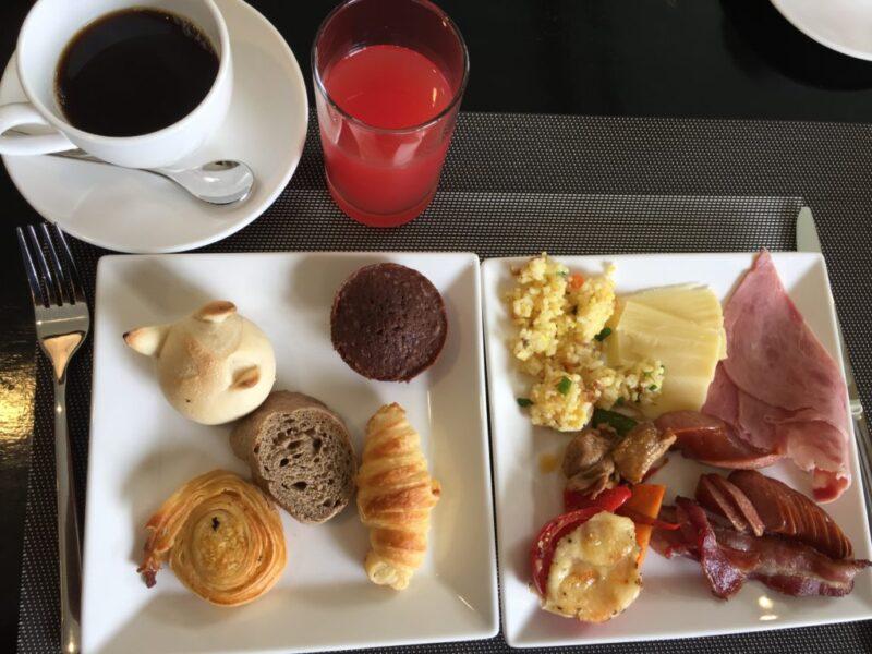 ベトナム『ルパビリオンホイアンリゾート』豪華朝食ビュッフェでオムレツ!