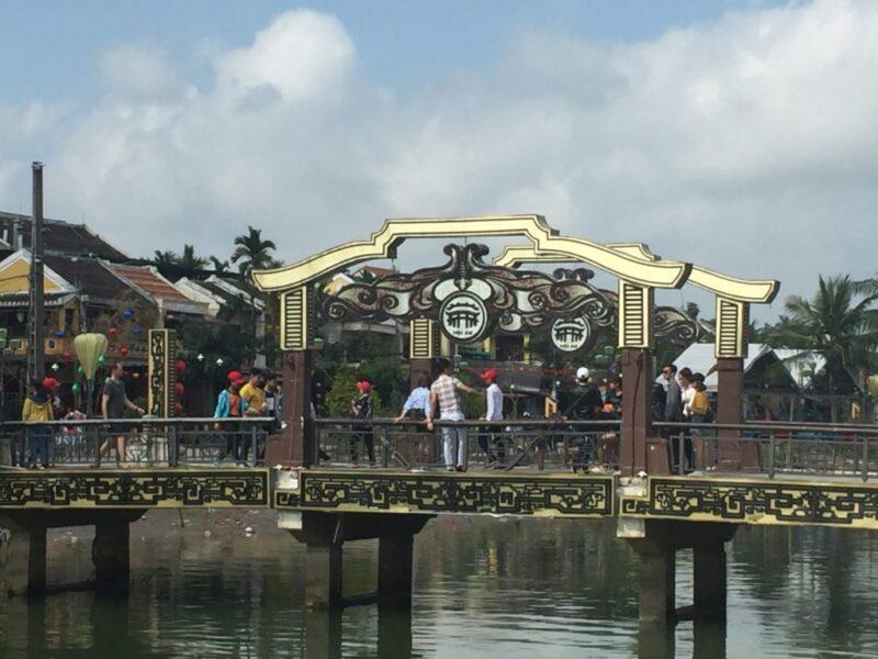 ベトナム旅行で古都ホイアンを観光してお土産にハンドスピナー!