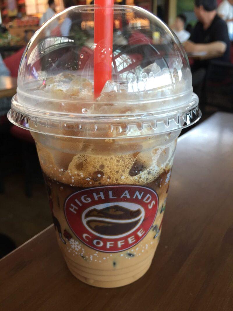 ダナン空港カフェ『ハイランズコーヒー』まさにベトナムのスターバックスだ!