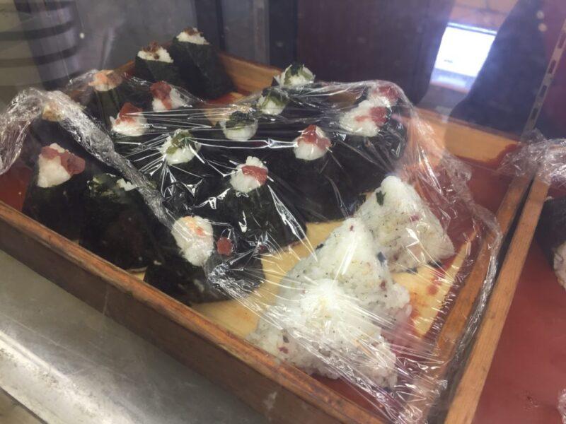 香川観音寺『為五郎』具がたっぷり入ったばくだんおにぎりと日替わり弁当!