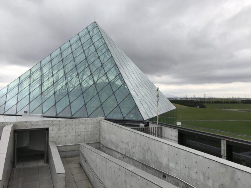北海道札幌『モエレ沼公園』イサムノグチ建築のピラミッドと山登り観光!