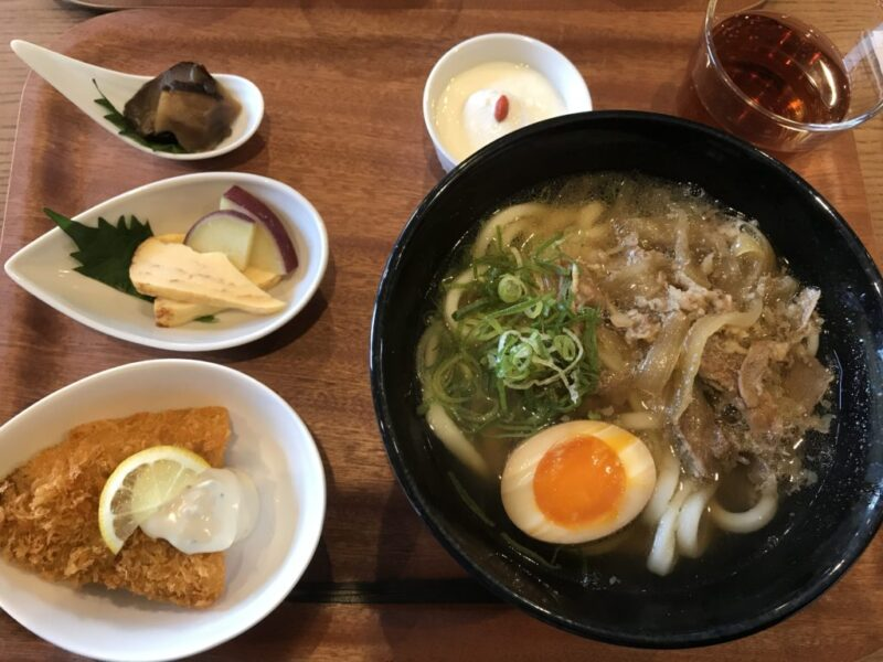 倉敷加須山『うどん鶴璃(つるり)』選べる小鉢とホワイトカレーうどん!