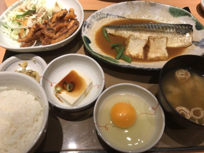 『やよい軒倉敷平田店』鶏の唐揚げとサバの味噌煮定食でご飯食べ放題!