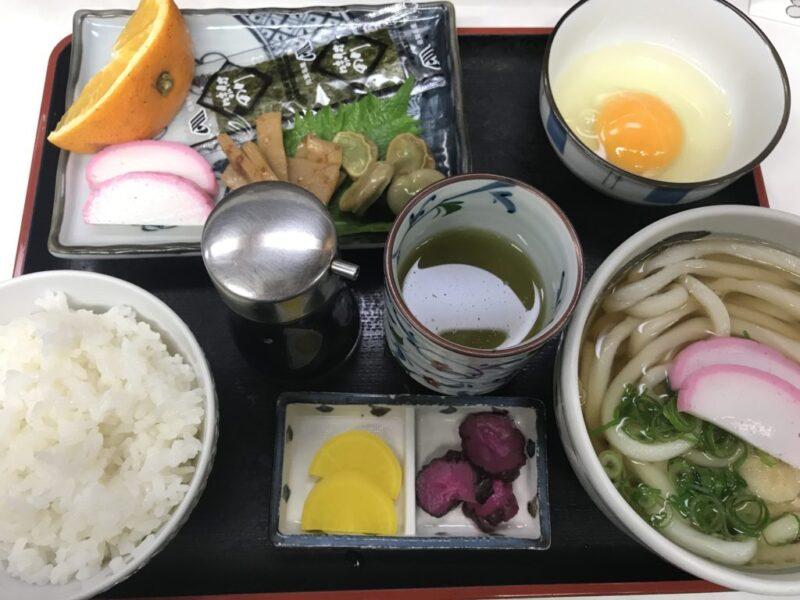 岡山空港『手打ちうどん桃太郎』名店たぬきの支店で朝定食モーニング!