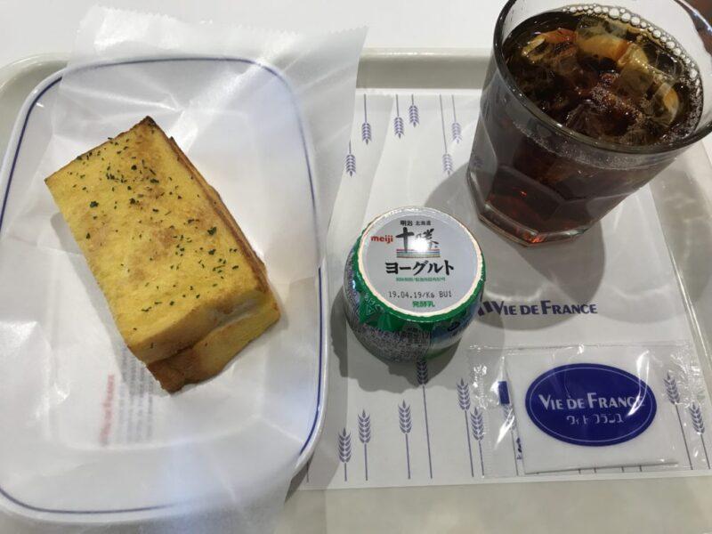 『ヴィドフランス』4種類のパンから選べる390円朝食モーニング!
