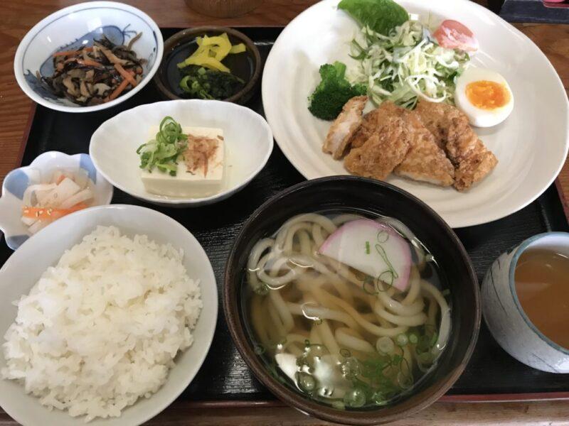 倉敷笹沖『半ちゃんうどん』昭和を感じる大衆食堂で日替わりうどん定食!