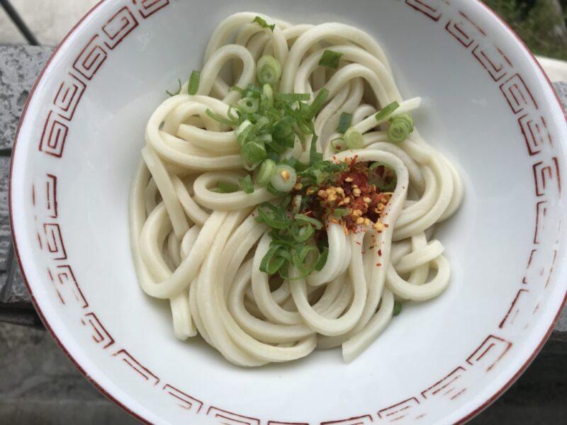 香川綾川『池内うどん店』蕎麦とうどんのアベックとまるまる太った池の鯉!