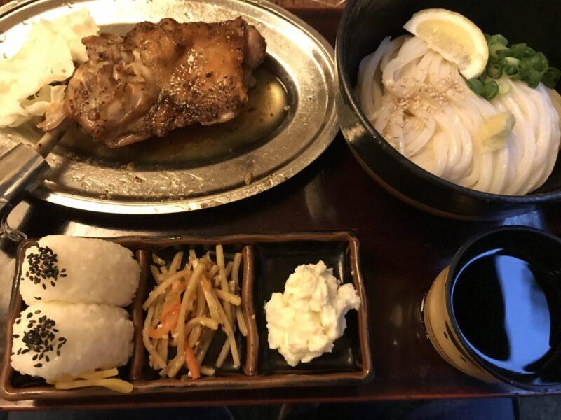 香川宇多津『塩がま屋』超豪華な柔らか骨付き鳥とぶっかけうどん定食!