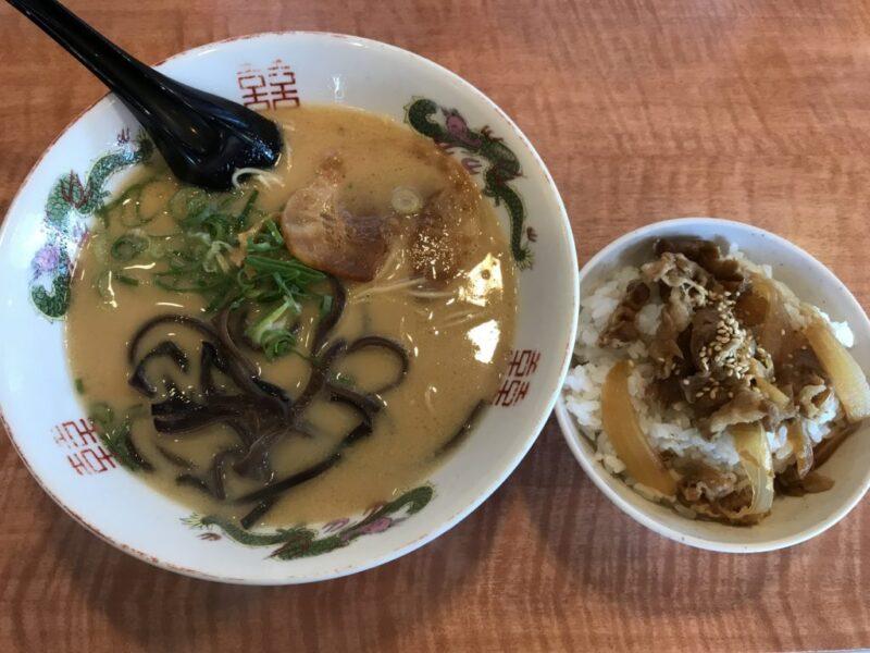 倉敷沖新町『博多金龍』とんこつラーメンと牛めしランチでマンガを読む!