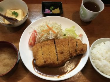倉敷美和『くわやきそるーな』日替わりランチのトンカツデミソース定食!