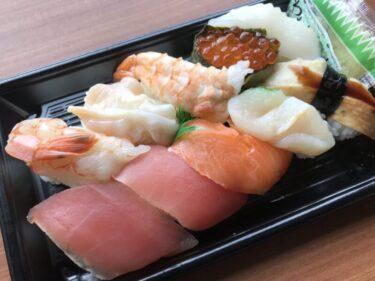 持ち帰り寿司『小僧寿し』金賞受賞の鶏から揚げと上にぎりが激ウマな件!